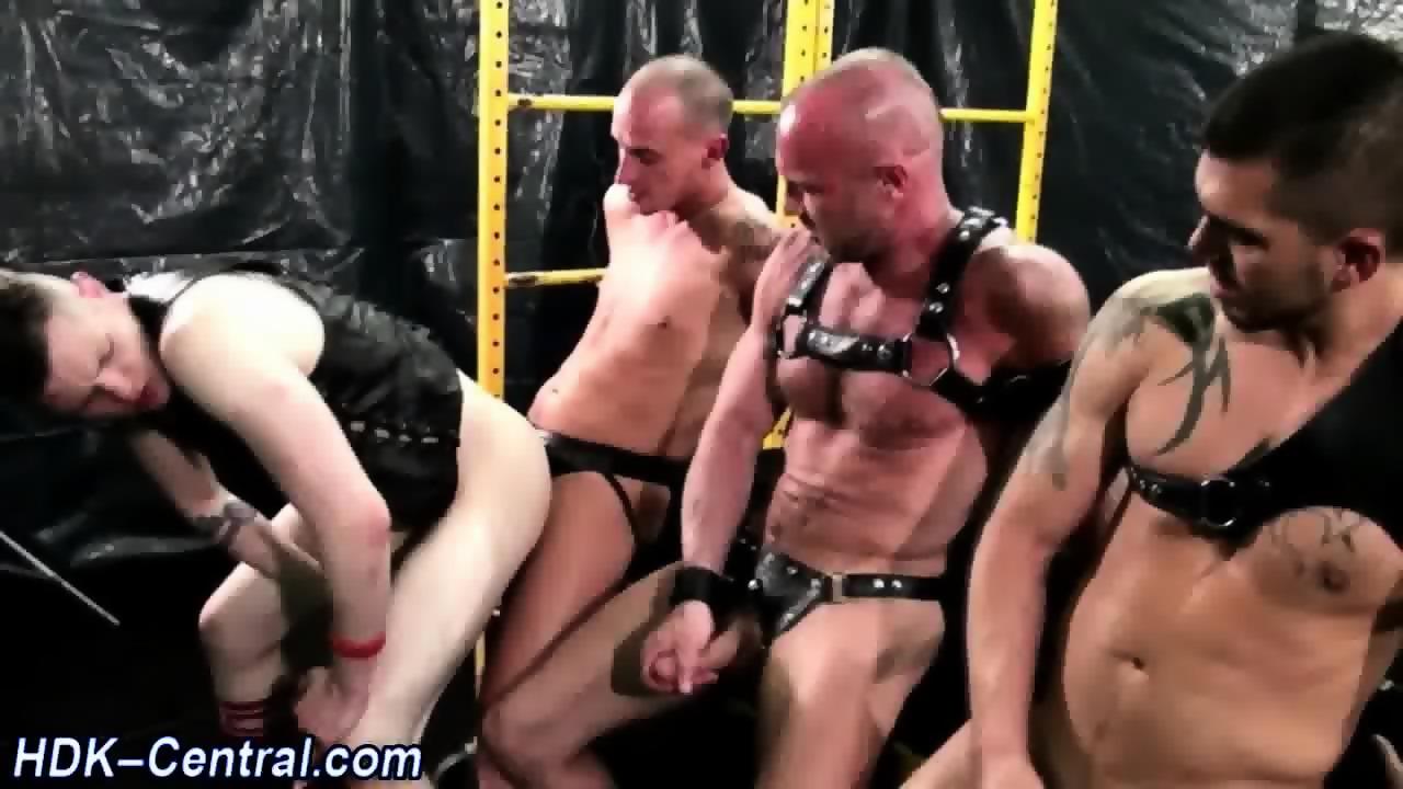 Guy spunks barebacked