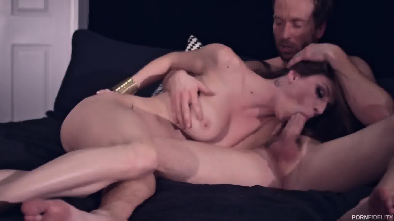 Hottie mit epischen DD-Möpsen Dillion Carter in heißer POV-Szene