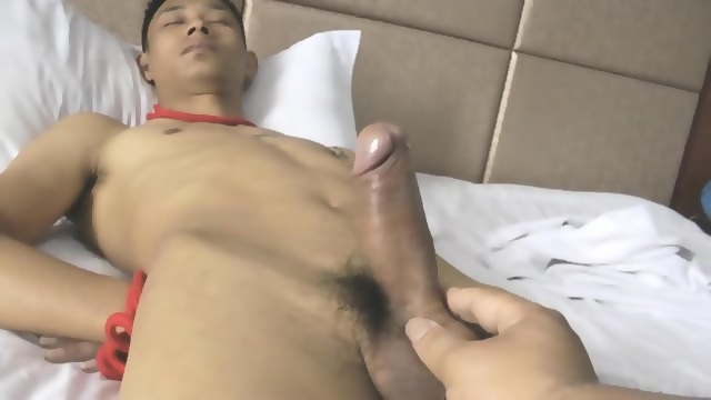 Sultry twink gets handjob