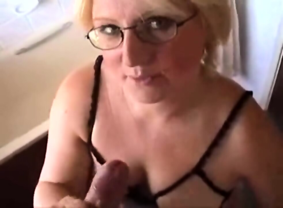Matchless Mom with glasses porn opinion