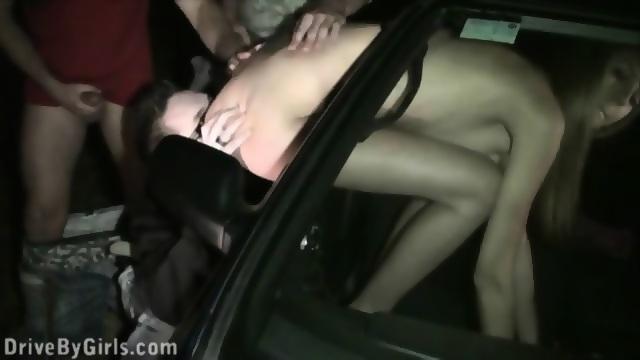 Порно через окно машины