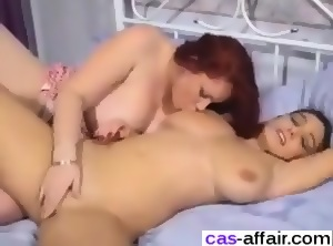 Lesbio porns masturbates webcam
