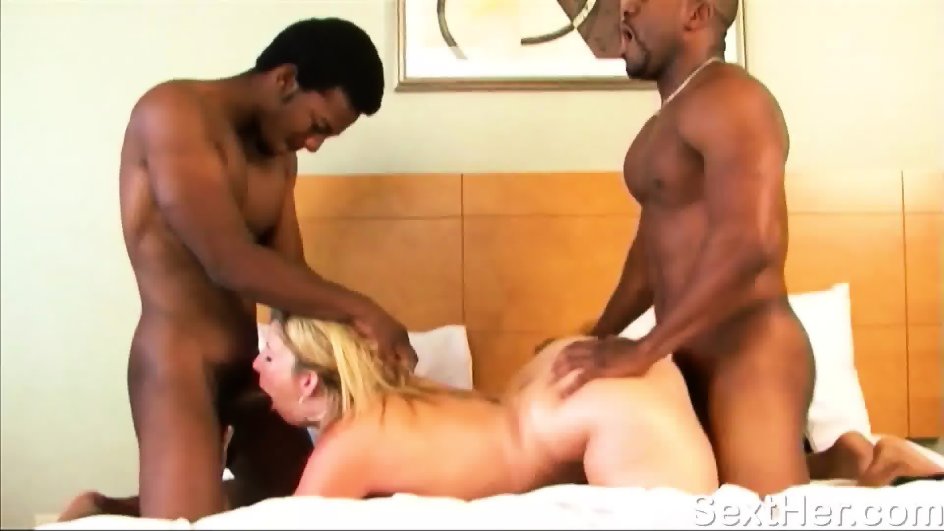 Min milfs pays the rent fucking the landlord porn videos