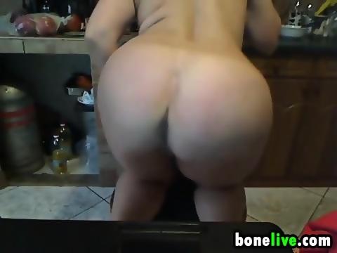 image Bbw chick masturbates on her patio with dildo