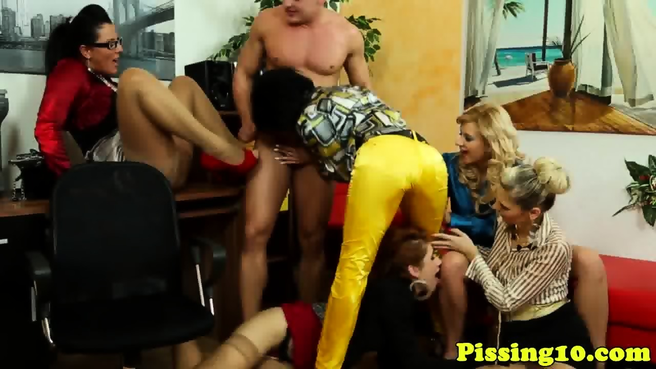 classy pissing babes in pantyhose group fun - eporner