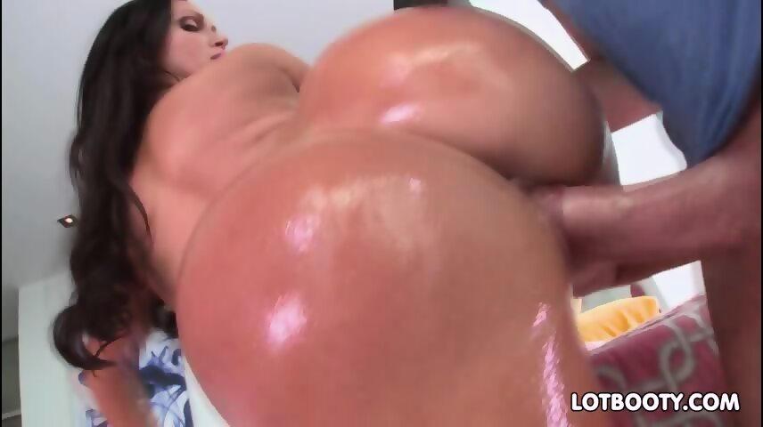 Big tits bubble butt brunette milf