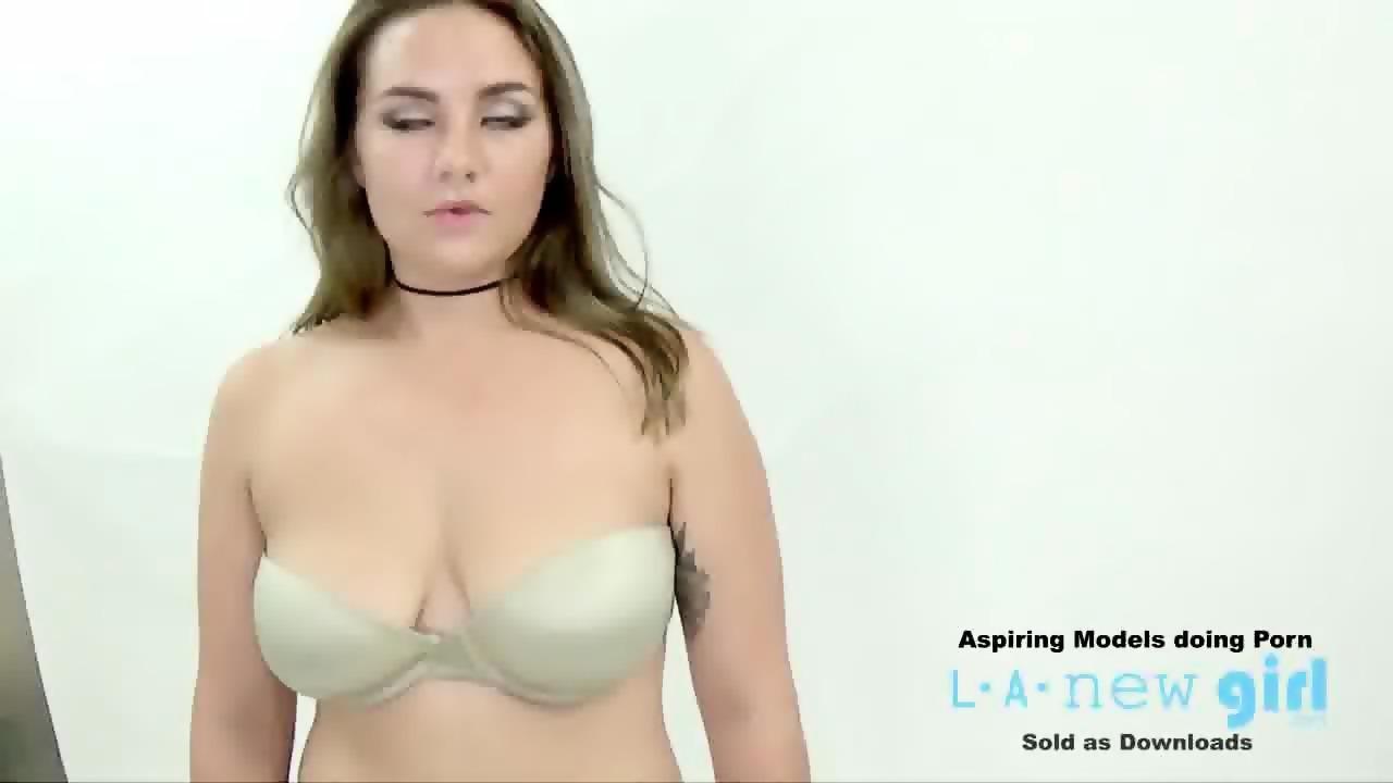 Fullscreen pics of porn girl