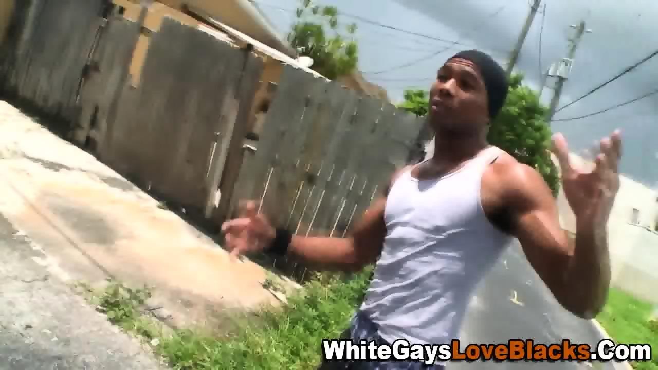 Ebony gangsta sucks cock