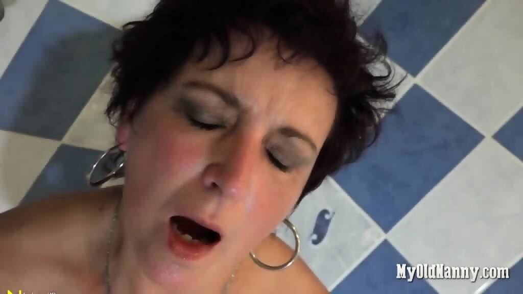 sexy-mature-woman-dildo-video