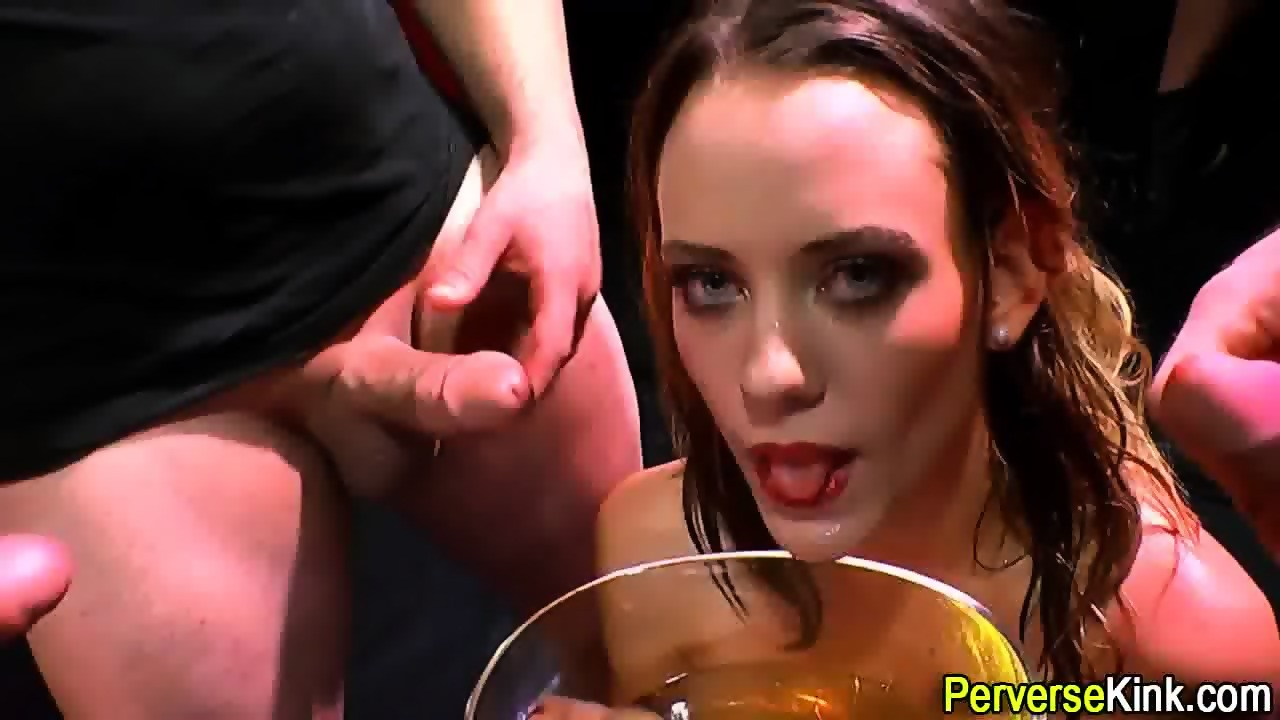 Blueyedcass shows pussy