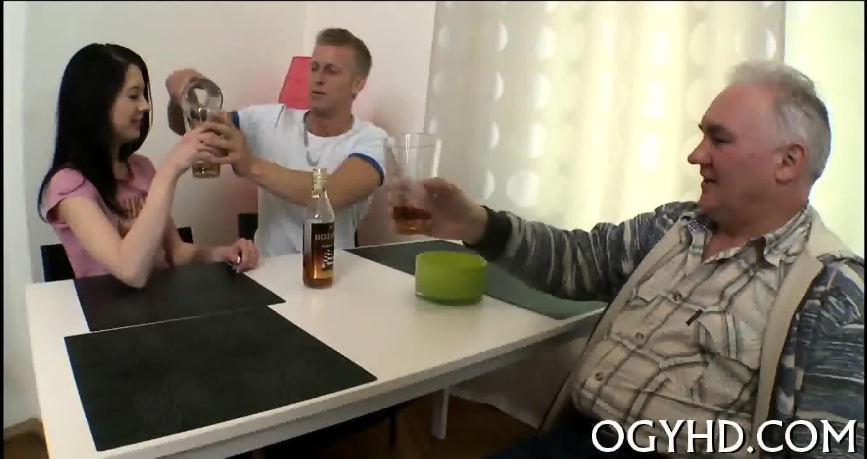 Blonde drinking piss vid