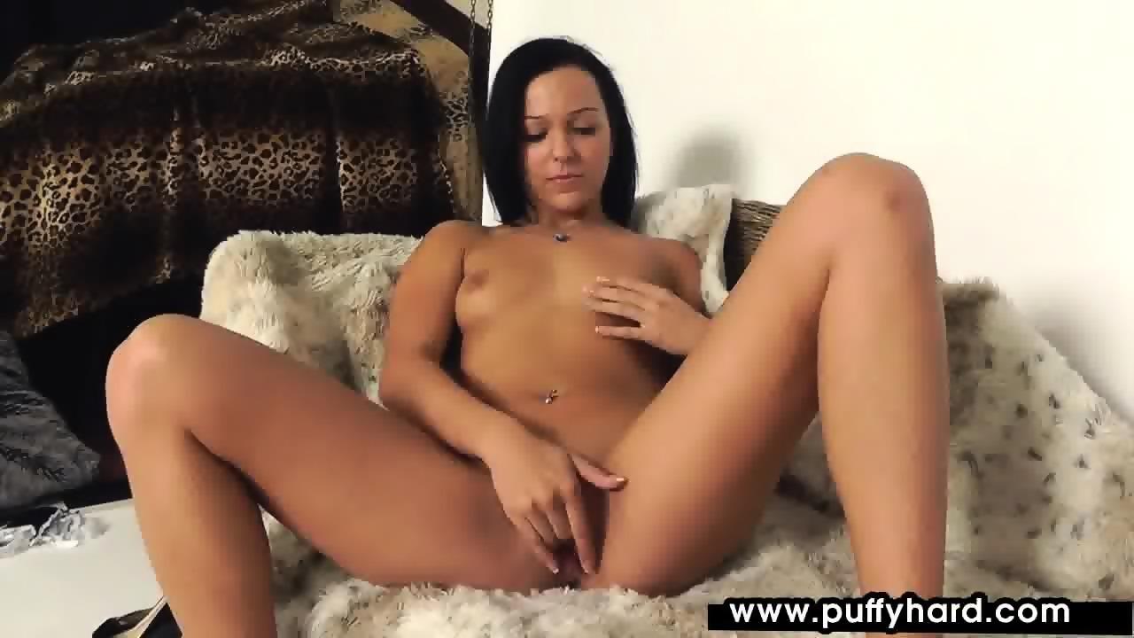Kelly Divine Riding Dick